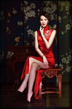 Chinese Gown, Old Shanghai, Female Movie Stars, Motorbike Girl, Cheongsam, Asian Fashion, Asian Woman, Gowns, Formal Dresses