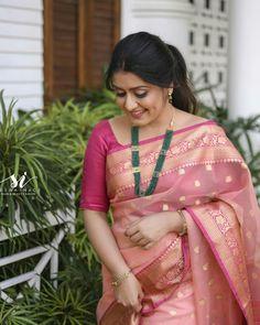 Beautiful Girl Indian, Most Beautiful Indian Actress, Beautiful Saree, Beautiful Women, Rekha Actress, Malayalam Actress, Indian Women Painting, Modern Saree, Indian Beauty Saree