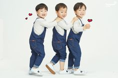Song Il Guk decides to pursue both his drama and Superman Itll be really hard. but Im glad we can still watch the Hul, Im glad we still get to watch the triplets but wont this be really hard for Song Il Guk-ssi? Superman Baby, Celebrity Twins, Triplet Babies, Man Se, Song Daehan, Song Triplets, Cute Baby Videos, My Bebe, Kids And Parenting
