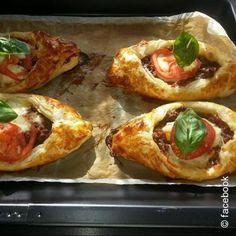 Rezept für HACKFLEISCH-SCHIFFCHEN mit Blätterteig, leichtem Mozzarella und frischen Tomaten