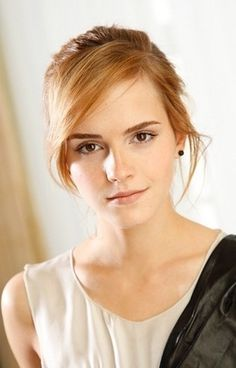 Emma Watson) Amelia Cravens is not very open about her history to most people. Not that she has anything to hide, she just isn't very trusting of first impressions- though she will remain polite unless given a good reason not to be. Teen Celebrities, Hollywood Celebrities, Hollywood Actresses, Celebs, Emma Watson Pics, Emma Watson Style, Emma Watson Sexiest, Emma Watson Beautiful, Emma Thompson