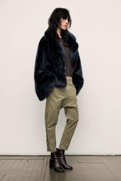Nili Lotan Fall 2017 Ready-to-Wear Fashion Show Collection: See the complete Nili Lotan Fall 2017 Ready-to-Wear collection. Look 8 Fashion Show, Fashion Outfits, Fashion Design, Fashion Details, Fasion, Bon Look, Blazers, Vogue Russia, Madame
