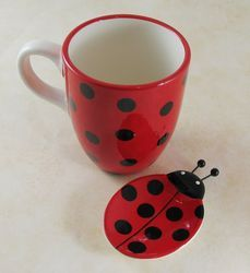 LadyBug Shop - A unique collection of ladybug gifts & much more!: Perfect Gift for any Ladybug Lover China Painting, Ceramic Painting, Stone Painting, Ladybug Crafts, Ladybug Decor, Coffee Gift Baskets, Painted Plates, Class Decoration, Ceramic Art