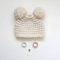 He encontrado este interesante anuncio de Etsy en https://www.etsy.com/es/listing/178513553/the-unbearable-hat-in-buttercream