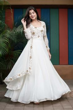 Indian Gowns Dresses, Indian Fashion Dresses, Dress Indian Style, Indian Designer Outfits, Pakistani Dresses, Indian Dresses For Girls, Eid Dresses, Wedding Dresses For Girls, Stylish Dresses For Girls