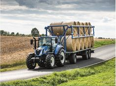 New Holland Agriculture wins Best Utility title in the Tractor of the Year® 2017 awards Tractor Accessories, Car Accessories, Tractor Machine, Commercial Farming, New Holland Agriculture, New Tractor, Tractor Attachments, Trailer Build, Ford News