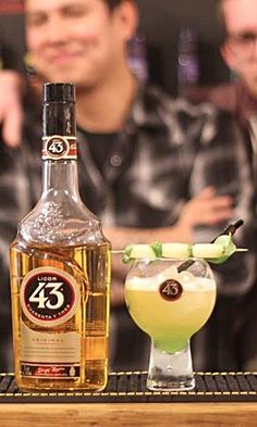 GINGER 43 Recipe: - 50ml Licor 43 - 200ml Ginger Ale - 2ml Lime Juice Glass: Iconic balón glass Ice: Cubed Method: Pour Garnish: Slice of lime and a twice of lemon
