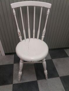 Ihastuttava vanha talonpoikais-pinnatuoli pyöreällä istuimella. Tukeva, ei kaipaa liimailua, maalipinnassa on reilusti patinaa ja rapistumaa. Istuimen halkaisija 38 cm, istuinkorkeus 43 cm. MYYTY. Stool, Chair, Furniture, Home Decor, Decoration Home, Room Decor, Home Furnishings, Home Interior Design, Chairs