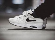 Nike ID Air Max 1 (by pitchblackthoughts)
