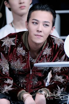 G-Dragon | '2014 Mnet Asian Music Awards' He deserves a trophy! What a complete MAN! D:)!