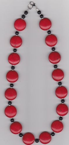 Dyed Howlite Red Lentil Beaded Necklace par Justfaithjewelry