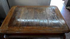 Restauro di un tavolo in noce massello Tavolo di sapiente fattura artigianale. Realizzato completamente in noce massello con struttura inferiore di supporto alle prolunghe in castagno. Dario Raia