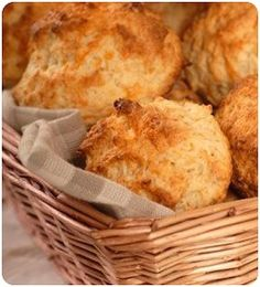 An awesome Red Lobster Cheddar Bay Biscuits recipe from CopyKat Recipes. I loveee their biscuits! Copykat Recipes, Scd Recipes, Gluten Free Recipes, Cooking Recipes, Recipies, Bread Recipes, Delicious Recipes, Cheddar Bay Biscuits, Cheese Biscuits