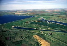 Oahe Downstream Recreation Area, located five miles north of Fort Pierre, South Dakota, is a haven for water lovers and nature enthusiasts.