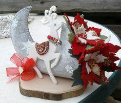 cornucopia e renna in feltro- Luisa Valent Christmas Ornament Crafts, Felt Crafts, Christmas Wreaths, Diy And Crafts, Christmas Crafts, Homemade Christmas, Christmas Home, Merry Christmas, Holidays And Events