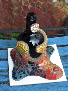 Botella decorada en trencadís o mosaicos nº3 (vista B) http://joanserinya.blogspot.com.es/