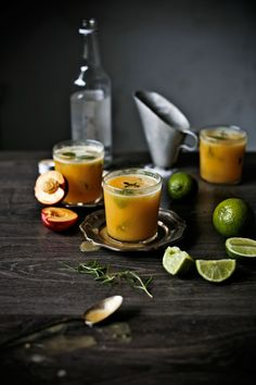 Mojitos de nectarina e segurelha # Nectarine and savory mojitos
