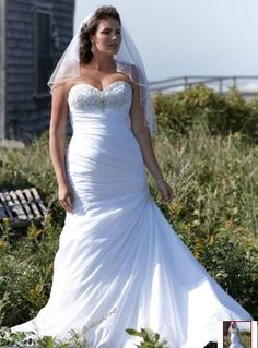 """David's Bridal gown """"Strapless Sweetheart Fit and Flare Wedding Gown"""" style 9V3476"""