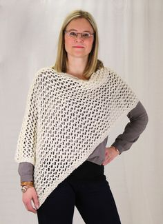 Valkoinen poncho Crotchet, Pullover, Knitting, Sweaters, Scarfs, Fashion, Ponchos, Tunic, Moda