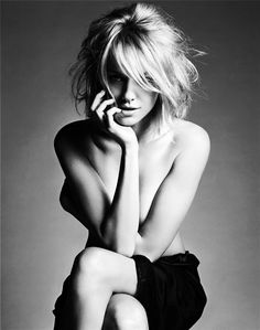 Naomi Watts (1968) - British-Australian actress and film producer.  Photo Michael Thompson