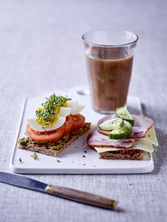 Discover recipes, home ideas, style inspiration and other ideas to try. Scandinavian Food, Budget Meals, Lchf, Pesto, Avocado Toast, Dairy Free, Lunch Box, Brunch, Health Fitness