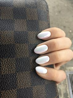 Unghie Gel Almond nuove idee - Hair and Beauty - Nails Gel Long Almond nuove idee - Pearl Nails, Silver Nails, White Nails, White Chrome Nails, Gel Nails Long, Gel Nail Art, Nail Polish, Crome Nails, Creative Nails