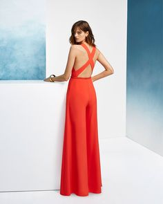 Sleeveless, with V-neckline and crossover back. Mono Formal, Pink Wedding Dresses, Formal Dresses, Cocktail Jumpsuit, Pattern Fashion, Fashion Photography, Photography Poses, Wedding Photography, New Dress