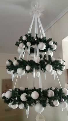 Xmas decoration - making a fairytale for Christmas time Office Christmas Decorations, Easy Christmas Crafts, Diy Christmas Tree, Christmas Centerpieces, Christmas Projects, Simple Christmas, Christmas Wreaths, Christmas Ornaments, Advent Wreaths