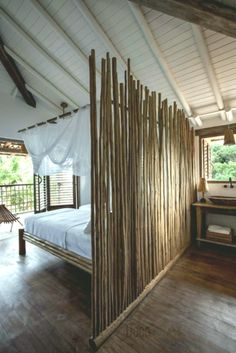 Pretty inexpensive variants for bamboo furniture! - Jolies variantes pas cher pour un meuble en bambou! cheap bamboo furniture for the bedroom Room Deviders, Bamboo Room Divider, Bali House, Bamboo Furniture, Furniture Dolly, Cheap Furniture, Bamboo House, Bamboo Design, Suites