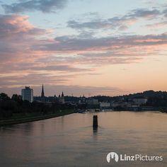 #November hams gesagt aber keine #Jahr ....  . . . . @stadtlinz @visitlinz @upperaustria @linzercity @linz_live . . . . . #linzampfeiler #pfeiler #eisenbahnbrücke #linz #igerslinz #tourism #stau #meinlinz #linzpictures #discoverlinz #visitlinz #lebensstadtlinz #lebendigeslinz #linzer #linza #österreich #danube #riverdanube #donau #nature #landscape #visitaustria #mood #autumn #winter #weihnachten #christmas