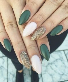 Nails Mix and match green emerald , gold glitter and white nails – 22 Fall Nail Designs To Spice Up Your Look nail art autumn nails fall nails Green Nail Designs, Short Nail Designs, Fall Nail Designs, Art Designs, Almond Acrylic Nails, Almond Nails, Stylish Nails, Trendy Nails, Dark Green Nails