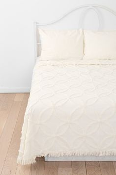 Circle Chain Chenille Coverlet - Urban Outfitters