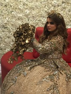 Golden wedding Bouquet #gold #wedding #flowers #weddingbouquetgold