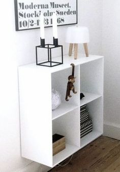 Lovely and simple floating bookshelf idea | Originally from www.thatnordicfeeling.com ©