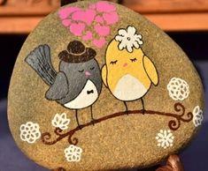 simoni coelho i Büşra zapisali/zapisały Twoje 2 Pi. Pebble Painting, Pebble Art, Stone Painting, Stone Crafts, Rock Crafts, Arts And Crafts, Rock And Pebbles, Rock Painting Designs, Pet Rocks