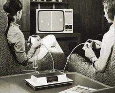 Un día como hoy hace 48 años se fundó Atari. Pong fue una de sus más exitosas creaciones. ¿Lo jugaste alguna vez? #Atari #Pong Easy Listening, Magnavox Odyssey, Anim Gif, Animated Gif, Pc Photo, V Video, Les Gifs, Cinemagraph, I Remember When