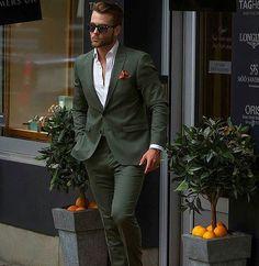 Anzug in dunklem Grün!!!