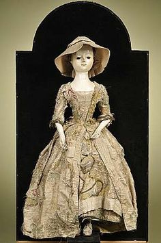 Large Queen Anne Lady Doll in Mahogany and Walnut Veneered Display Case, England, circa 1720