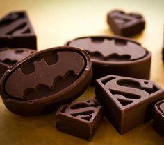 Superheroes chocolate. Chocolates, Junk Food, Nutella, Batman Et Superman, Batman Food, Superman Stuff, Superman Birthday, Superman Logo, Ice Molds