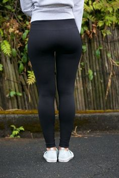 Yoga Pants Fitness Pants Gym And Fitness Live Cricket Online Namaslay Yoga Pants Girls, Girls In Leggings, Tight Leggings, Girls Jeans, Sexy Leggings Outfit, Legging Outfits, Leggings Fashion, Look Girl, Pants For Women