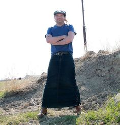 Straight Guy Seeks Women's Clothes? Guys In Skirts, Cute Skirts, Men Wearing Skirts, Man Skirt, Men In Kilts, Native American Women, Straight Guys, Clothes For Women, Women's Clothes