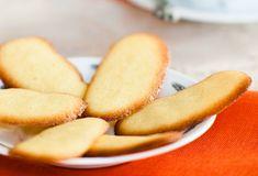 La ricetta facilissima per preparare le lingue di gatto senza burro, un dolcetto sfizioso da gustare in ogni momento della giornata