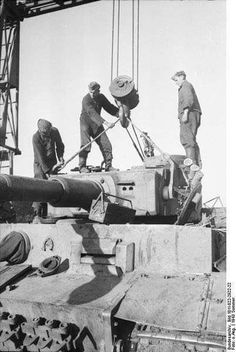 Placer la tour sur le lourd tank Tiger