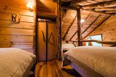 Diseño de casa pequeña rústica, hecha de madera y troncos | Construye Hogar