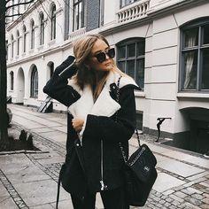@AdelineLeeuw   Pinterest | Vivaciously Instagram | ilove.vg