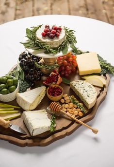 Celebrate cheese! #wintercheeseboard #cheeseboard #cheeseplatter