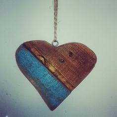 coração de madeira reciclada