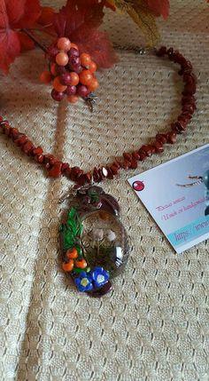 collar de Jaspe rojo, medallon de arcilla polimerica y resina.