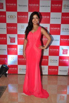 Check out Actress Yami Gautam at Gemfields RioTinto Jeweller India Awards 2013.