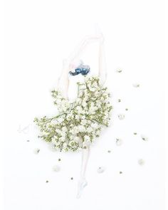Creative fashion by Limzy Ballet Dancer II. Made of baby's breath, for Inoherb Shanghai. Leaf Flowers, Flower Petals, Flower Art, Art Flowers, Diy Fashion Drawing, Babys Breath Flowers, Unique Drawings, Flower Quotes, Little Flowers